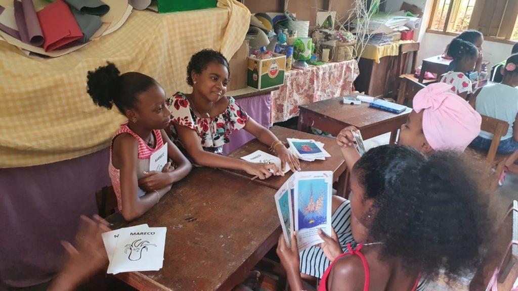 Partie de jeu de 7 familles aux Seychelles (2020)